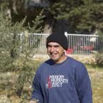 Tony bei der Olivenernte